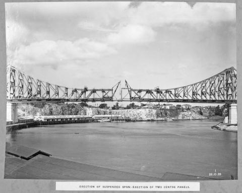 Erection of the final two centre panels of the Story Bridge, 1939