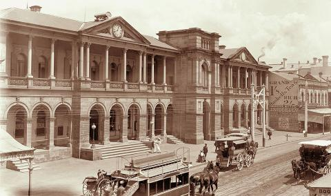Brisbane General Post Office with horse and carriage in front