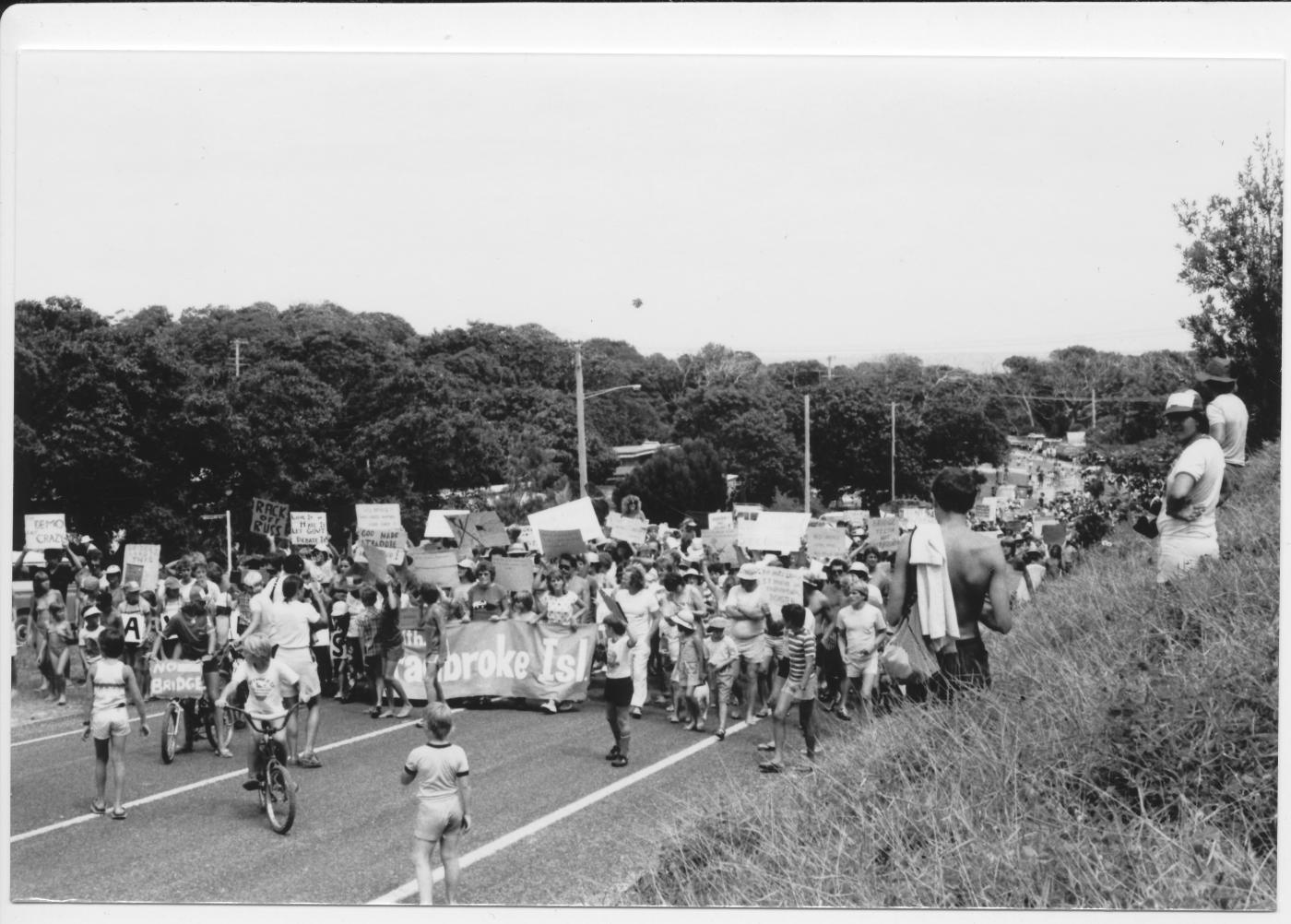 Anti bridge protest march down Mooloomba Road Point Lookout.