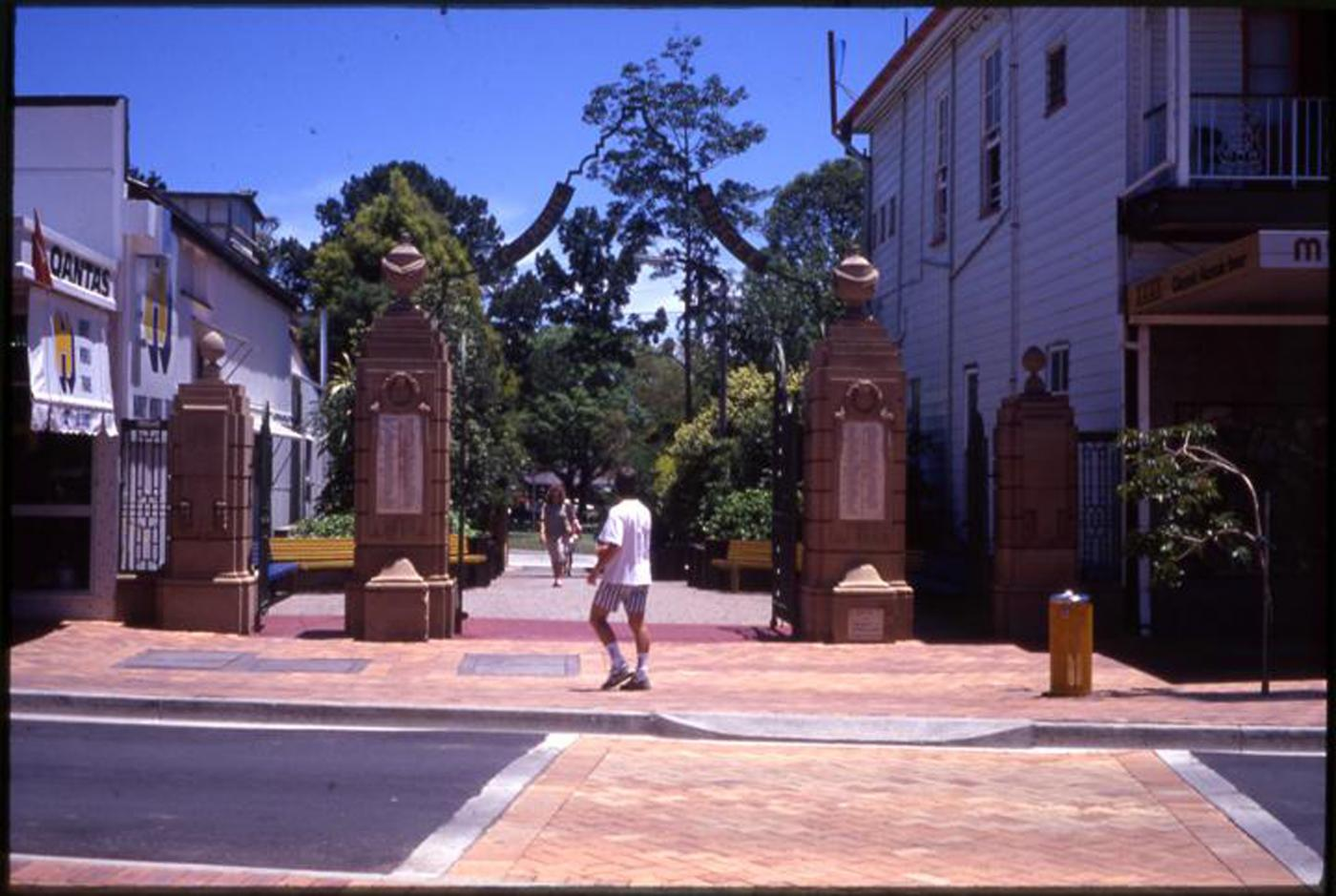 Gympie and Widgee War Memorial Gates, Memorial Gates and surrounds
