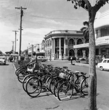 Intersection of Victoria and Sydney Streets, Mackay, featuring bicycles and traffic