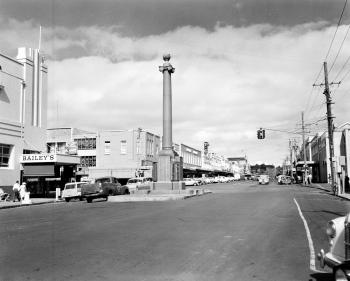 View of a wide street with a large monument in the middle of the road