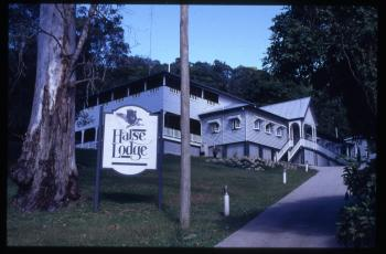 Halse Lodge, Noosa: West Entry